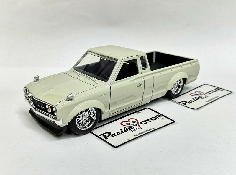 1:24 Datsun 620 Pick Up 1972 Blanco Jada Toys JDM Tuners Nissan En Caja
