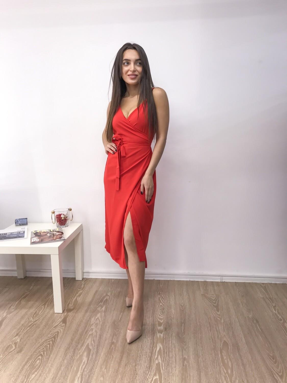 Платье красное на запах с v-образным вырезом