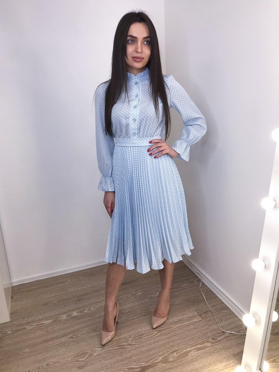 Платье миди плиссе голубое в горошек на пуговицах