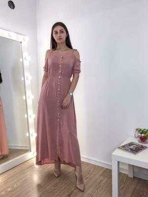 Длинное розовое платье на пуговицах