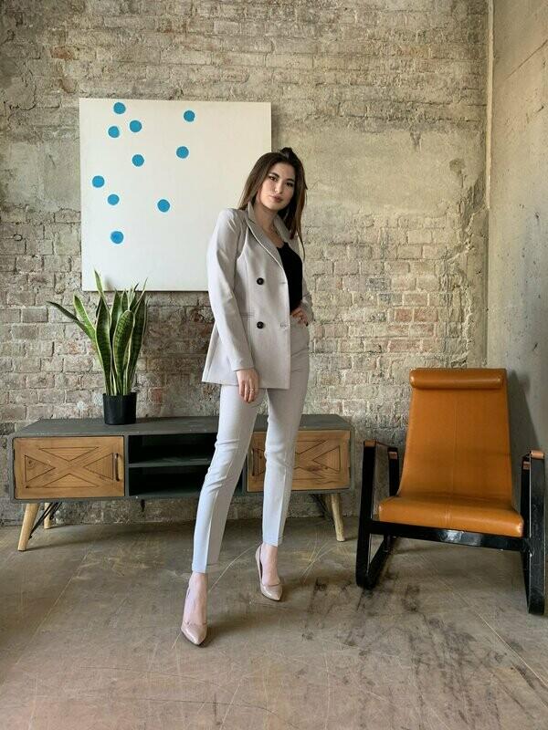 Женский костюм светло серый
