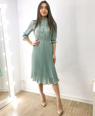 Платье с плиссированной юбкой в горошек