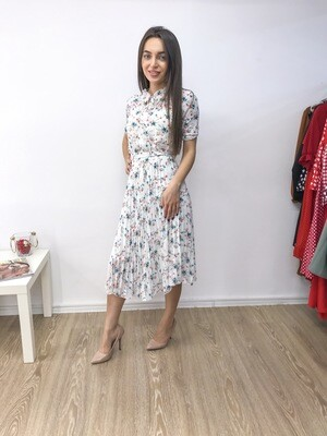 Платье плиссе с цветочным принтом и коротким рукавом