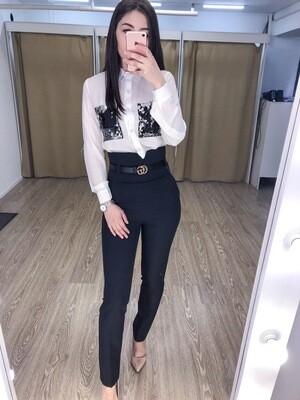 Блузка с пайетками на карманах