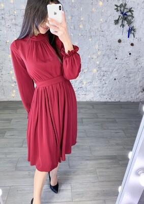 Платье миди под горло с поясом