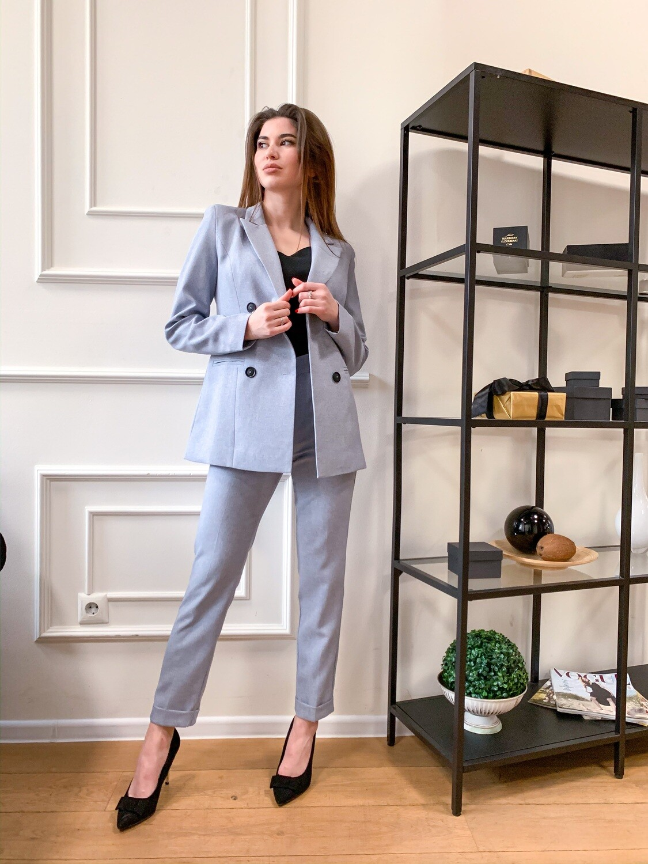 Женский костюм серо-голубой