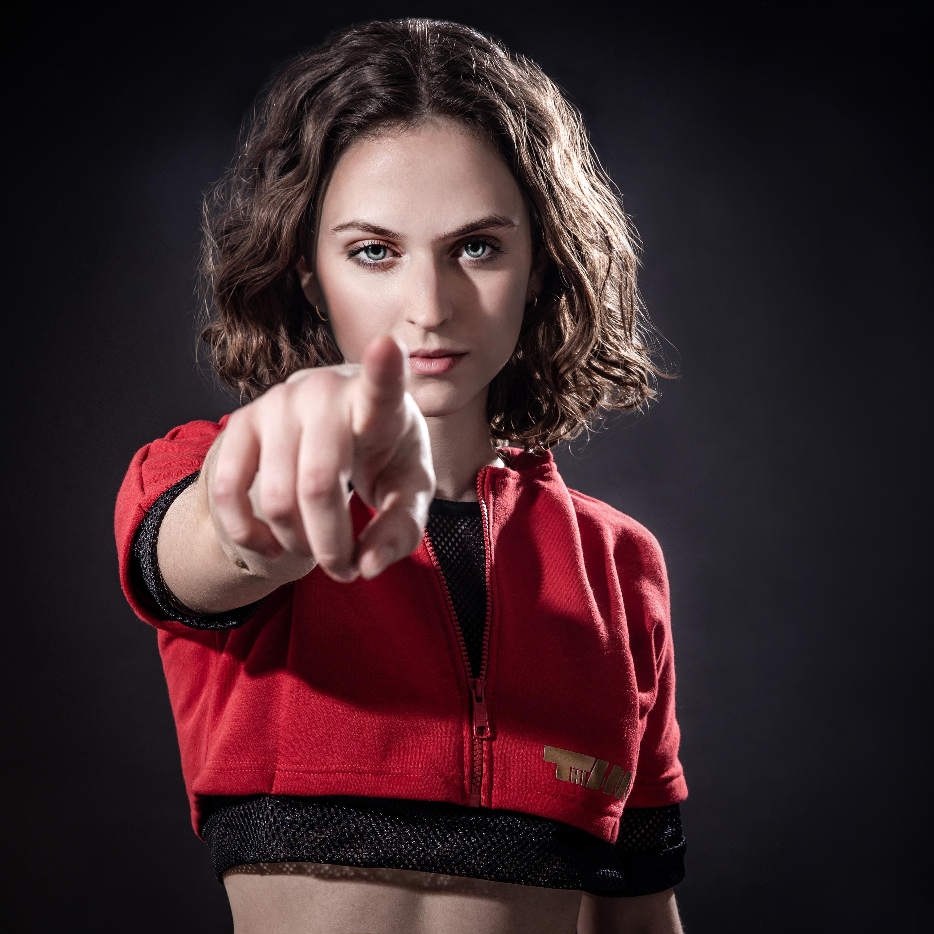 2xME female hoodie red 2in1 B_2xme_F_19_01red
