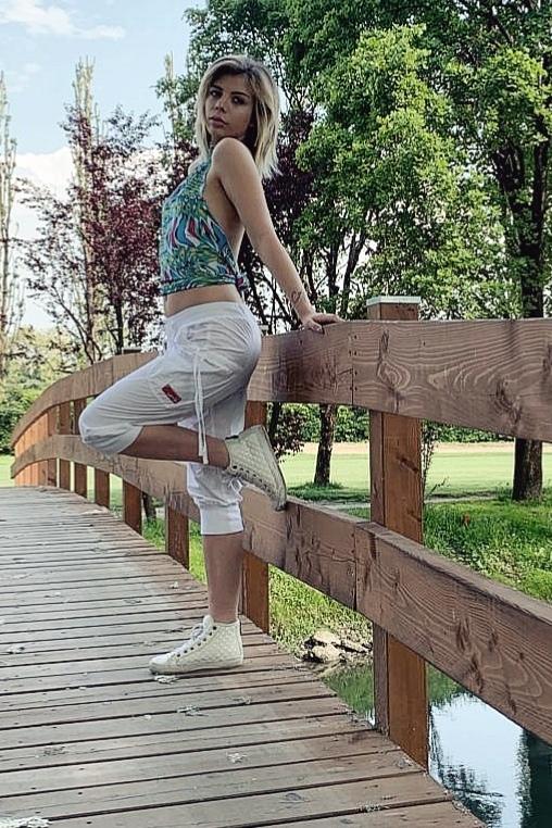 Female white pants
