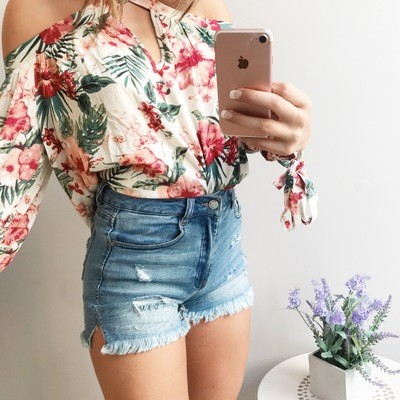 C'est High Waisted Distressed Short