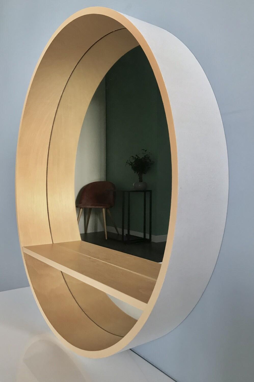 круглое зеркало Natural White в деревянной раме с полкой