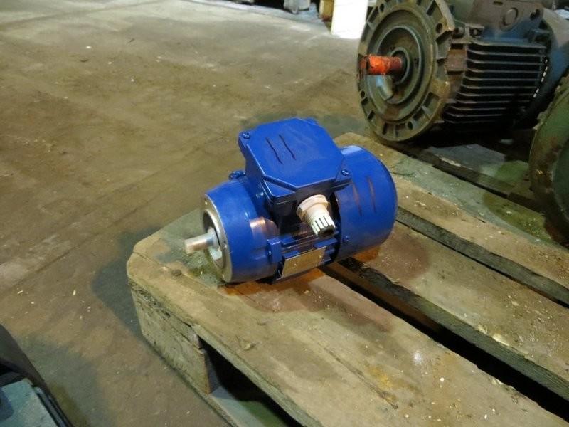 11. El motorer - 0,18kw 220/440v 1380o/m