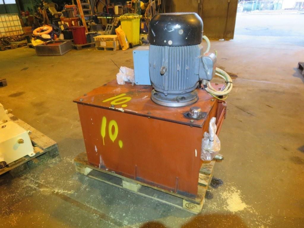 10. Hydraulik agregat - ca 20kw++  400-440v