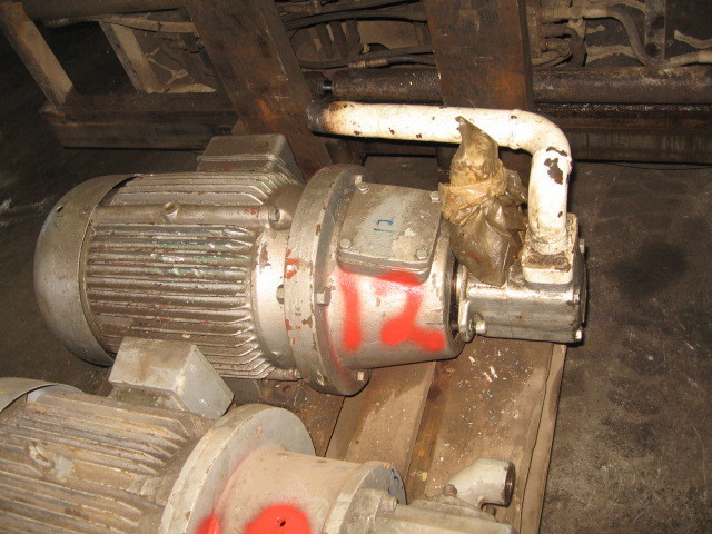 12. Hydraulik pumper - Vickers  25 V 14A 1C10 V6