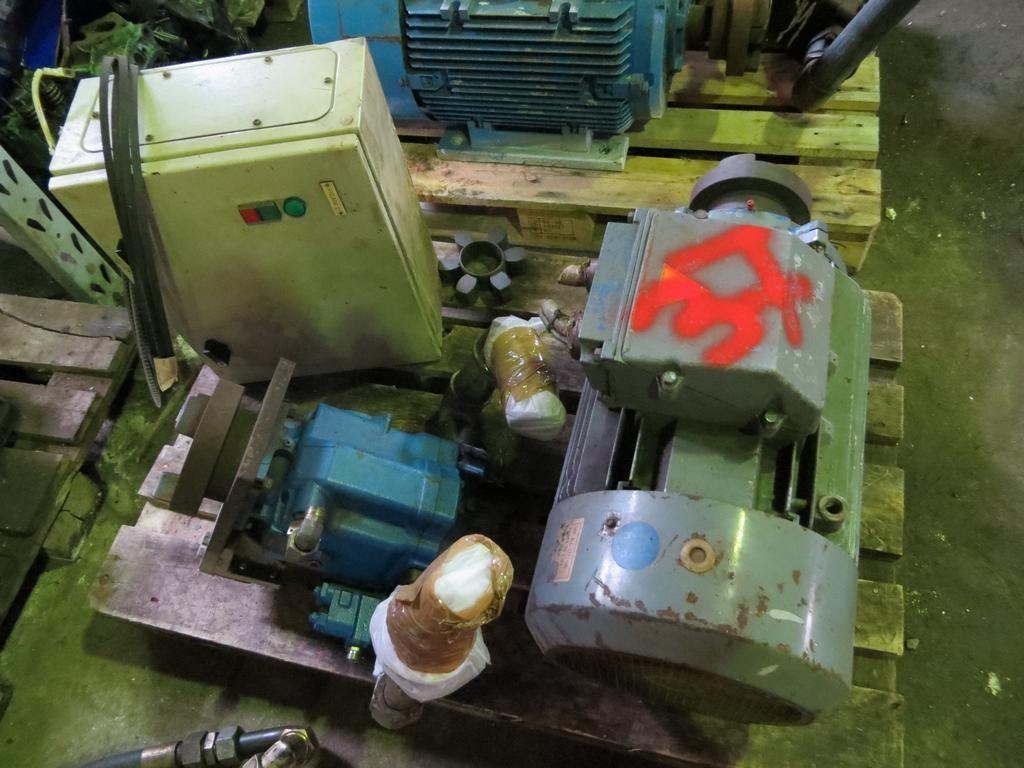 37. Hydraulik pumper - Vickers  model PVH