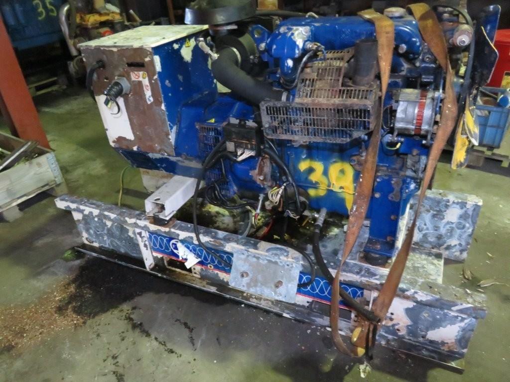 39. Motor og Generator sett - Perkins 4cyl, delemotor vannskadet
