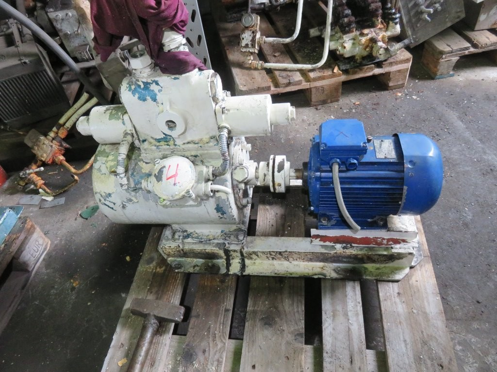 4. Styremaskiner pumper - Tennfjord H-415