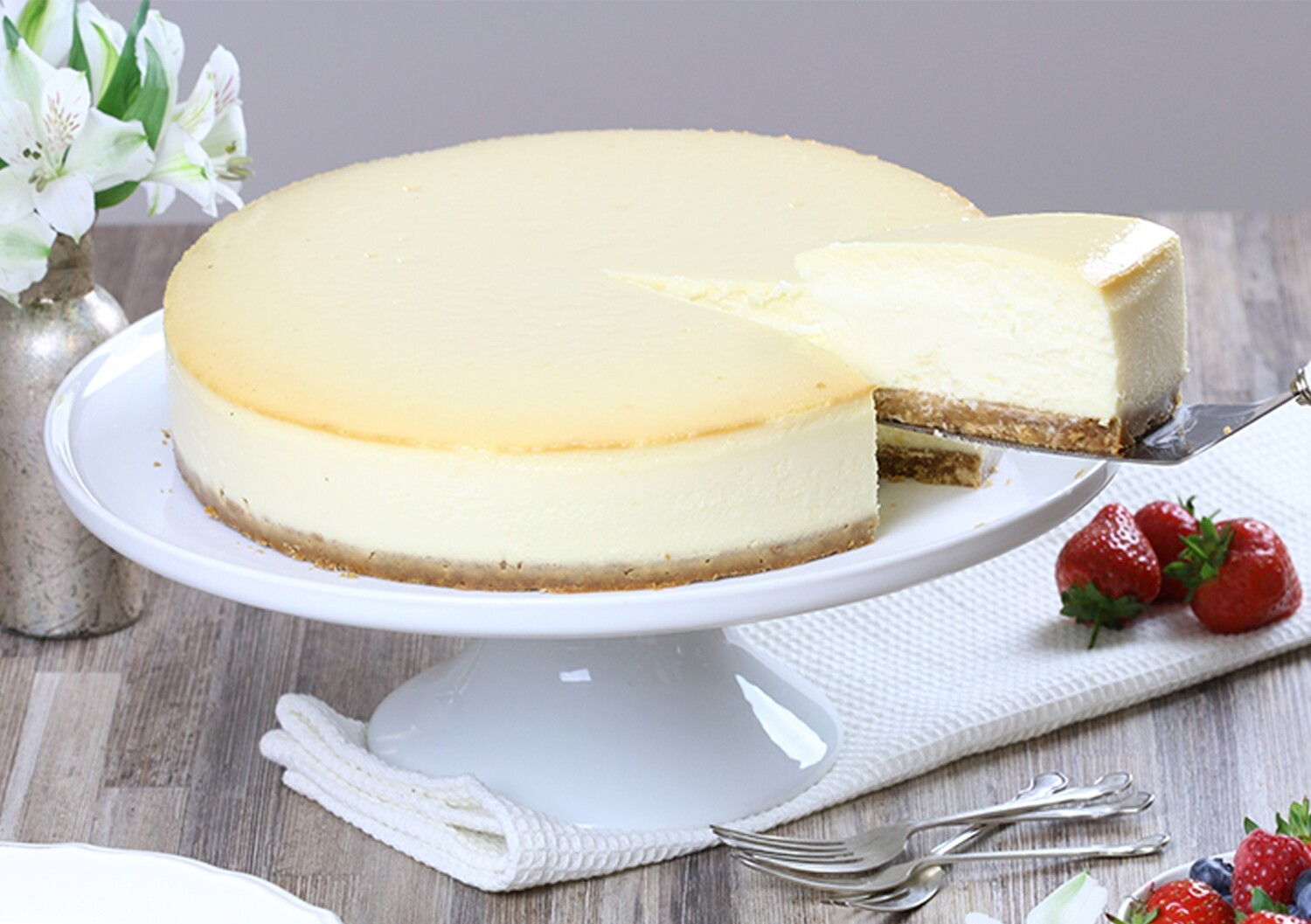 New York Style Big Baked Cheesecake (14 Slices)