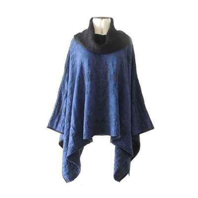 Poncho / cape jaqcuard pattern blue - black and boucle-knit collar 100% alpaca