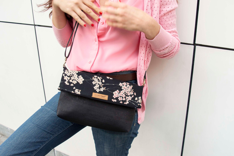 Cork handbag vegan black with Japanese cherry flowers 00001