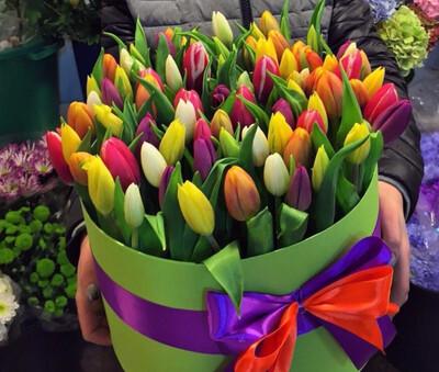 Тюльпаны Яркий микс в коробке.