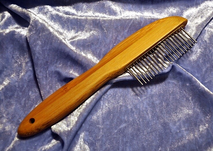 DETANGLER ''Short teeth'' comb with rotating teeth