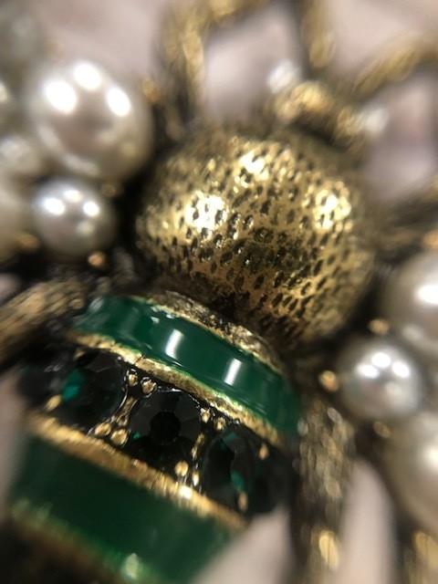 Queen Bee Pearl Pin