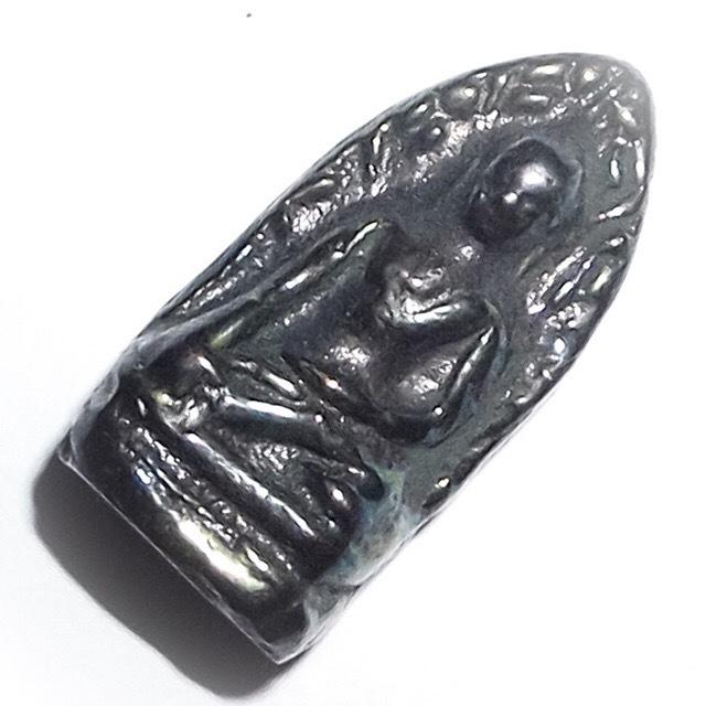 Pra Rod Lampun Benjapakee amulet - Nuea Lek Lai Nam Neung See Peek Malaeng Tap - Luang Por Huan - Wat Putai Sawan 2548 BE