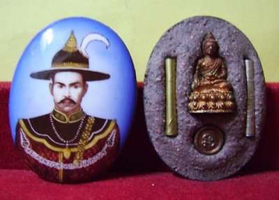 Somdej Pra Jao Taksin Maharach Locket - with Pra Kring Chaiyawat amulet, Takrut Ngern Takrut Tong and Look Namo with sacred powders blessed by LP Koon, LP Khiaw, LP Ruay, LP Yaem