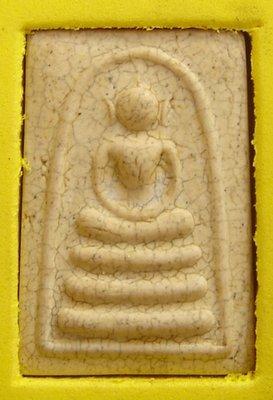 Pra Somdej Gai Sir Wat Rakang Pim Ok Krut Sian Badtr - Nuea Krabueang Dtaek Lai Nga - 2546 BE
