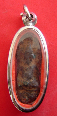 Pra Nakprok Gru Na Doon - Nuea Din Fang Pra That Khiaw - 1500 years old hiding place amulet.