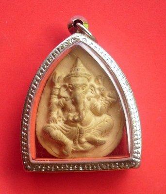Pra Gru Pra Pikanes (Ganesha) 2519 BE Nuea Din Pao - Luang Phor Suang (Tewada Len Din) - includes casing