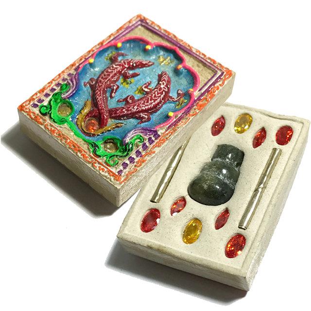 Paya Gumpir Pim Lek 2554 BE Crocodile Treasure Guardian Nuea Pong Kammathan 15 Gems 2 Takrut & Lek Lai Gourd Kroo Ba Krissana