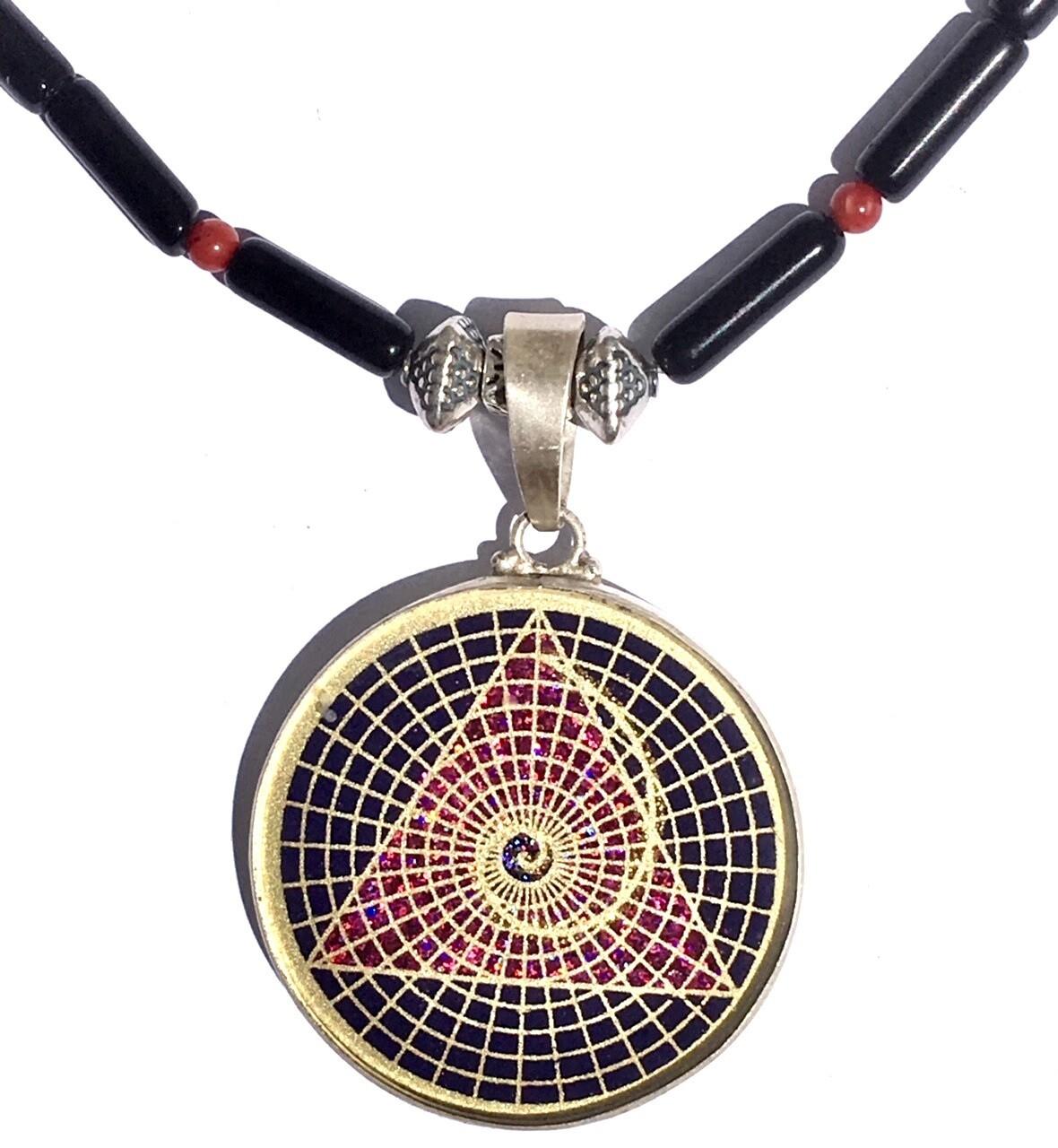 Colar Grande Geometria Sagrada Triangulo Espiral da Vida (lapis lazuli e turmalina preta)