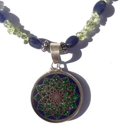 Colar Pequeno Geometria Sagrada Sahasrara 7 Chakra (lapis lazuli e peridot)