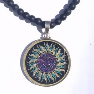 Colar Grande Geometria Sagrada Sol Fogo (turmalina preta e Vishnu beads )