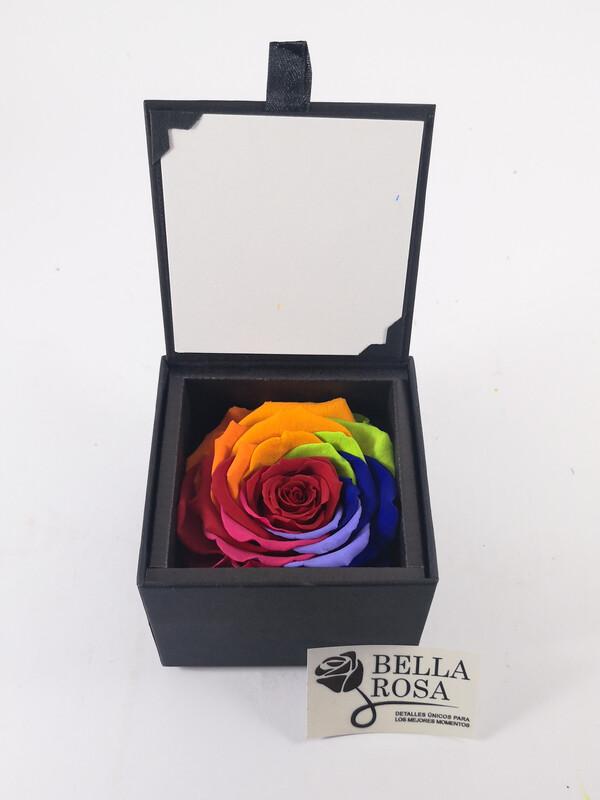 Rosa preservada multicolor en caja elegante 8.5cm x 8.5 cm