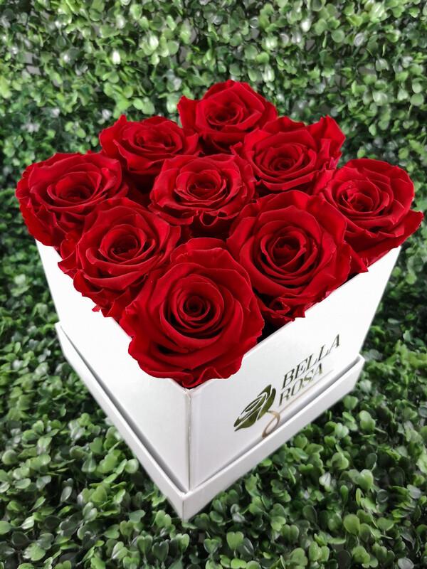 9 rosas preservadas en caja cuadrada o redonda.