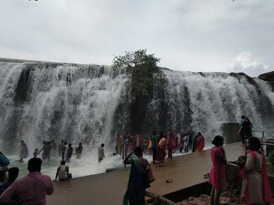 Водопад Тхирпараппу