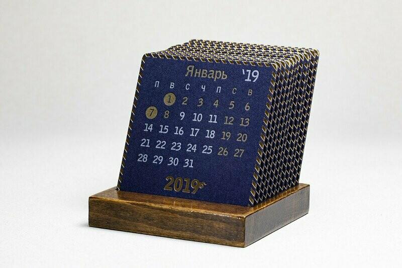 PRESIDENT - Календарь на подставке из лакированного дерева.