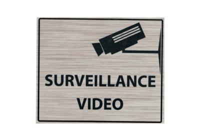 KISIKOL SURVEILLANCE VIDEO PLAQUE PVC SECURITE SIGNALITIQUE DECORATION DECOR MAISON SHOP BOUTIQUE BAR COLLECTION  3708569126540 COMASOUND KARTEL CSK ONLINE