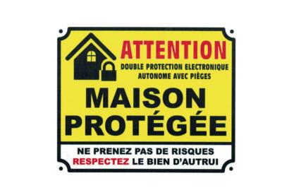KISIKOL ATTENTION MAISON PROTEGEE PLAQUE PVC SECURITE SIGNALITIQUE DECORATION DECOR MAISON SHOP BOUTIQUE BAR COLLECTION  3708569126540 COMASOUND KARTEL CSK ONLINE