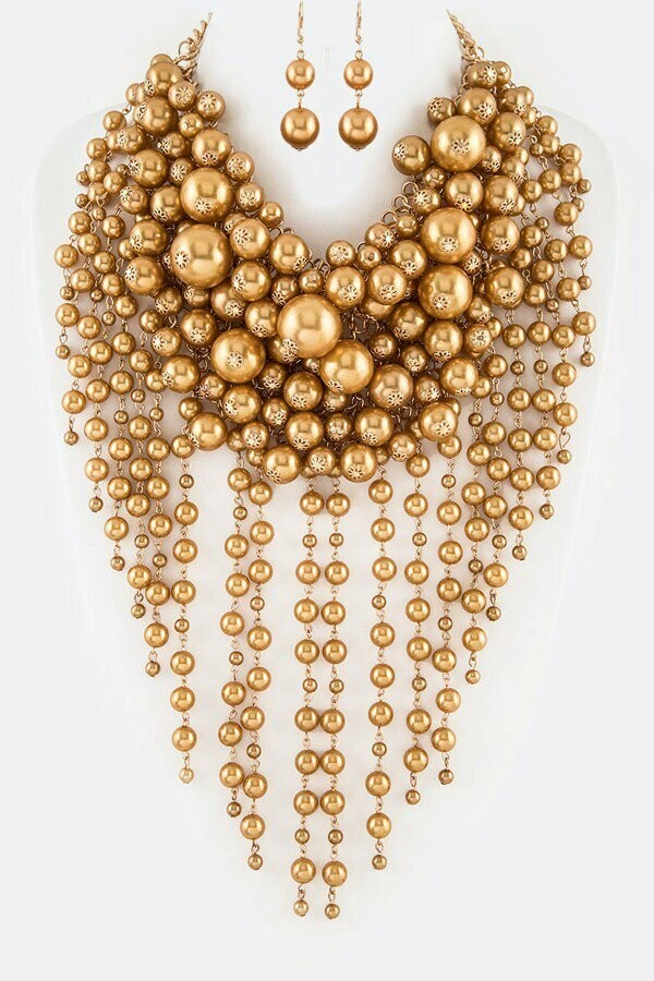 Gorgeous  Chunky Pearl Necklace Set