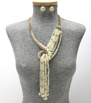 Cleo Pearl Tassel Necklace Set