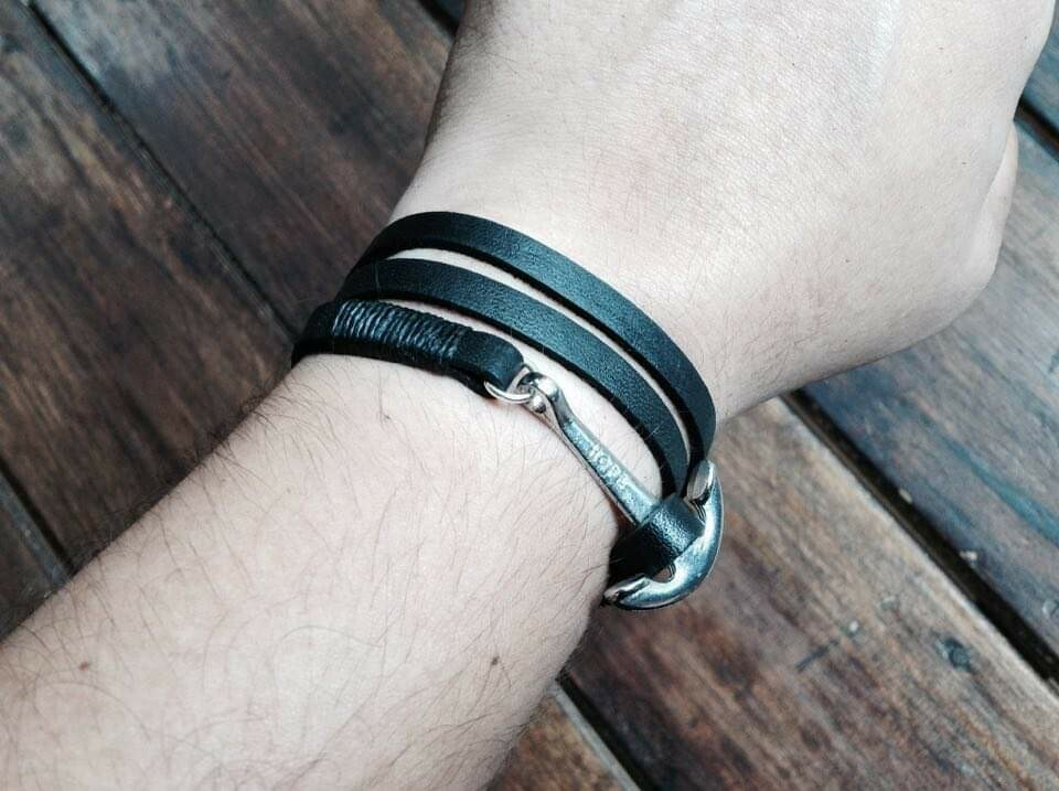 3 wrap anchor bracelet black
