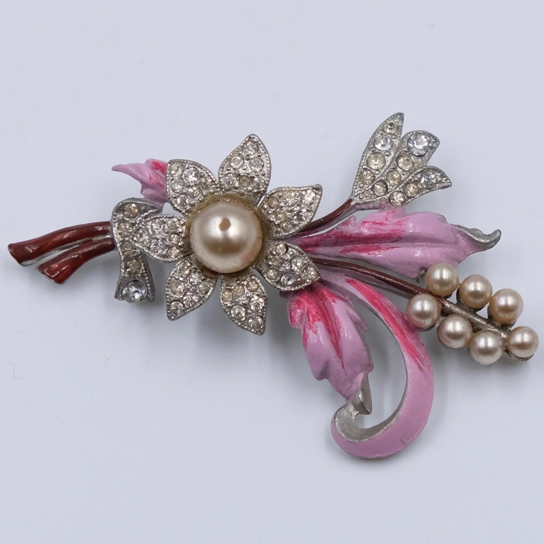 Винтажная брошь 1930х годов с розовой эмалью