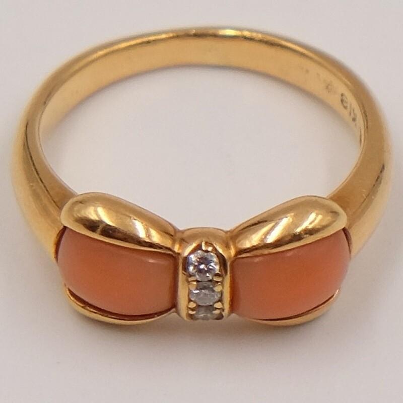 Золотое кольцо с кораллами и бриллиантами 1990-е, размер 15