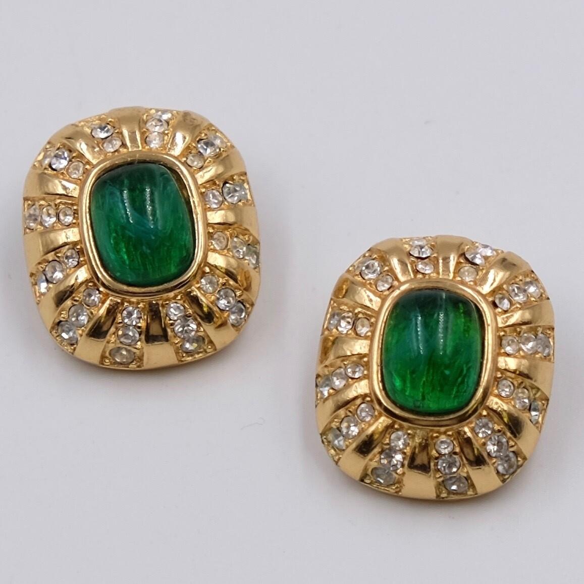 Винтажные клипсы Christian Dior с зеленым стеклом 1990-е