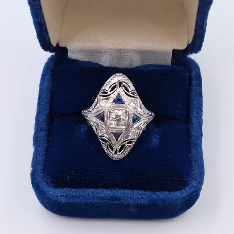 Антикварное кольцо из золота 750 пробы с бриллиантом 0.35 карата и сапфиром размер 15 1910е