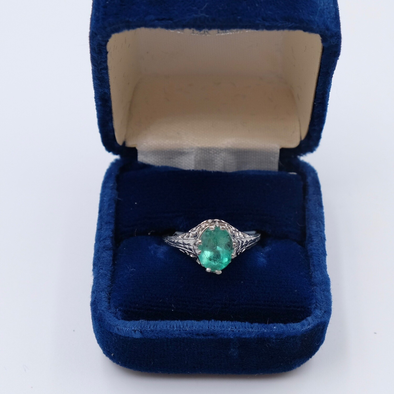 Антикварное кольцо с изумрудом из платины размер 16 1930е