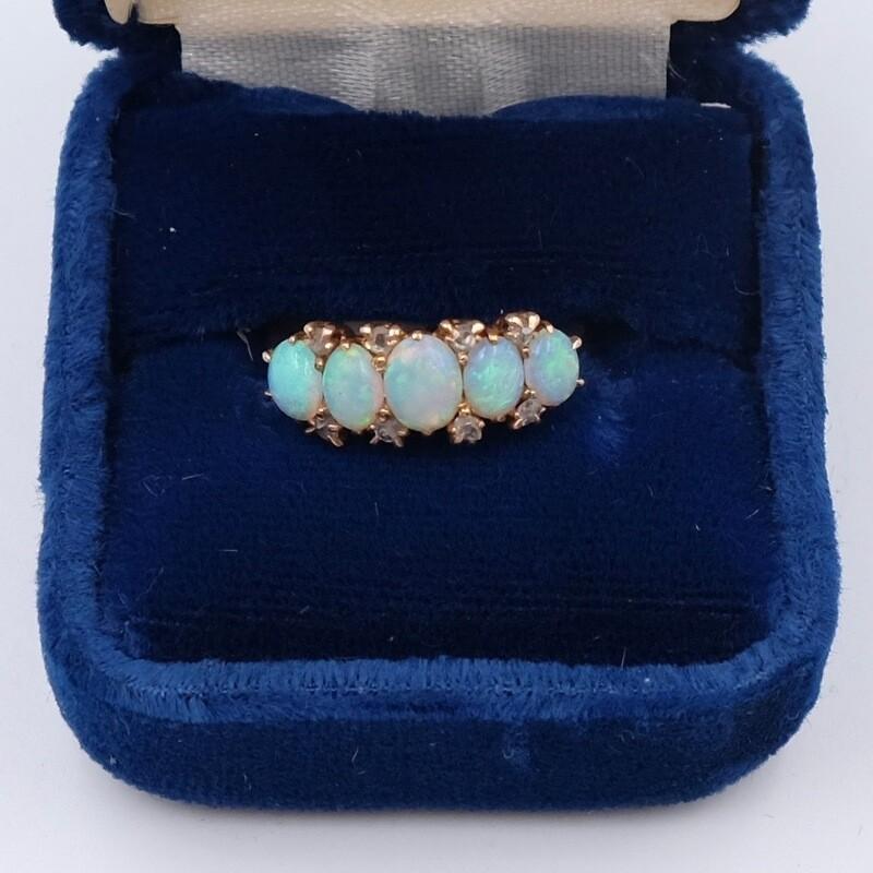 Кольцо из золота 750 пробы с опалами и бриллиантами, размер 15 1970е